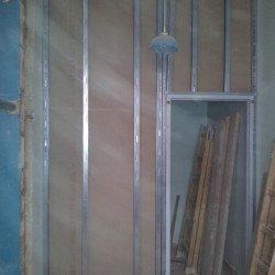 Rigipswand vor Einbau der Installationen