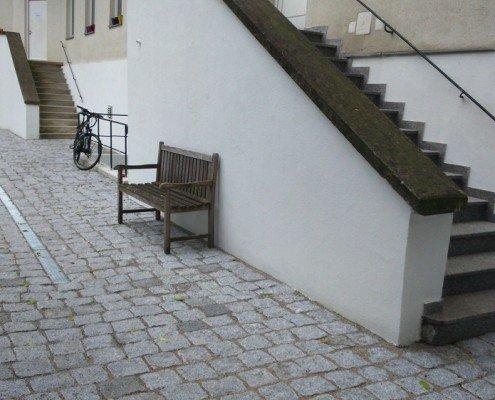 Betonentsiegelung durch Granitpflaster im Splittbett