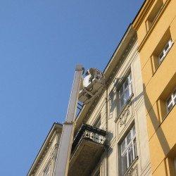 Akztmaßnahme mit Hebebühne in der Fassadensanierung