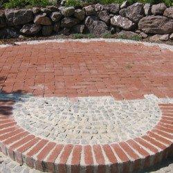 Runde Plätze und Wege gefplastert im Mörtelbett