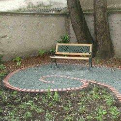 Ruheplätze als Entree für Wiener Althaus