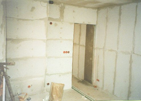 Kalziumsikilatplatten im Wohnkeller
