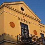 Details einer historischen Fassade nach der Sanierung